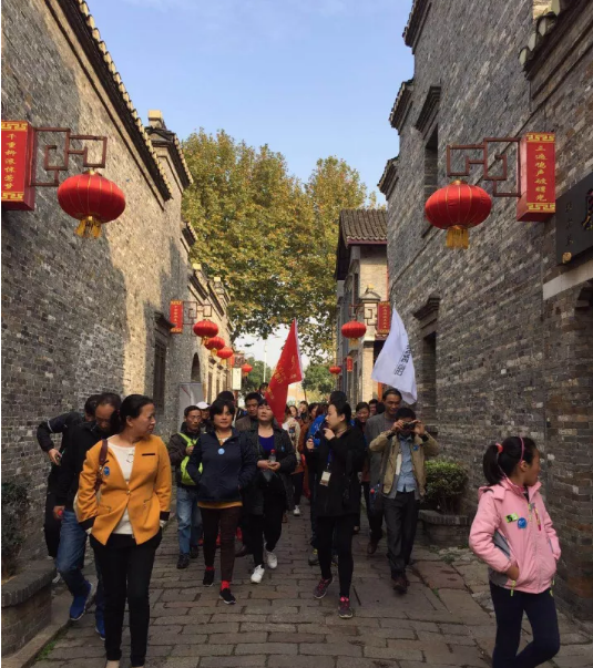 Nanjing square team on the ancient road in Xi Jin Ferry.png