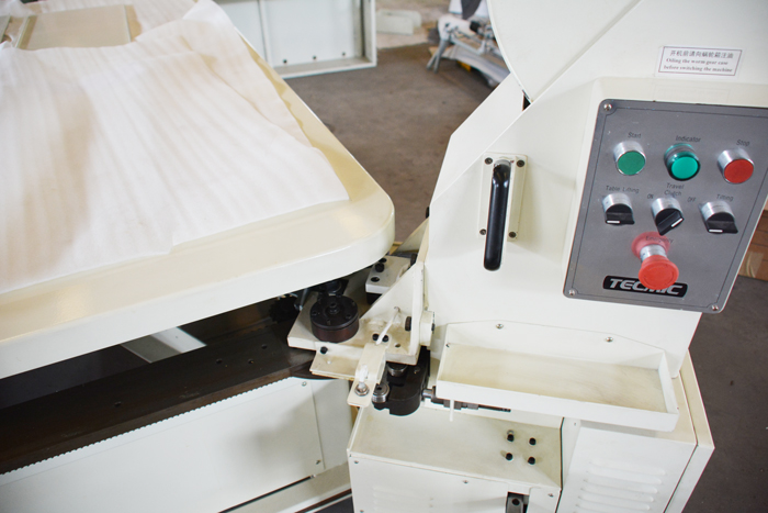 FB6 tape edge machine with sensor control and auto slow-down at the corner